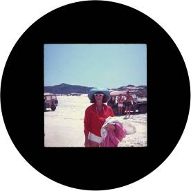 circle_joyce_He-She_beach