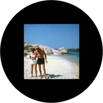 circle_joyce_walk_on_beach